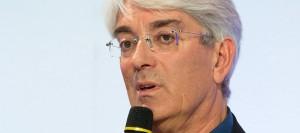Dr Gérard DUPEYRON, chef de service d'ophtalmologie du CHU de Nîmes